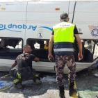 فيديو- مصرع مواطنين واصابة 15 آخرين في انقلاب حافلة