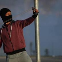 مواجهات بين الشبان وقوات الاحتلال على حاجز حوارة جنوب نابلس