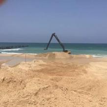 صور.. الاحتلال يقيم حاجزا بحريا لمنع التسلل من غزة