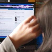 الفتيات يتأثرن بإكتئاب السوشال ميديا أكثر من المراهقين الذكور