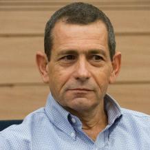 مصدر إسرائيلي: رئيس الشاباك التقى أبو مازن