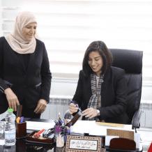 الطالبة الشابة سوار عواد تتولى منصب وزيرة شؤون المرأة الشاب ليوم واحد