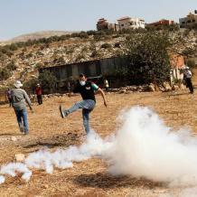 7 إصابات بالرصاص والعشرات بالاختناق خلال قمع مسيرة بيت دجن