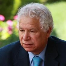 وزير الثقافة ينعى الشاعر الفلسطيني مريد البرغوثي