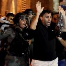 فيديو.. قوات الاحتلال تعتدي بوحشية على مقدسيين في باب العمود