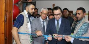 الوزير بسيسو يفتتح معرضا للصور داخل جامعة غزة