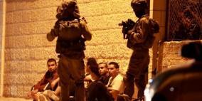 الاحتلال يعتقل العشرات ويداهم منزل منفذ عملية القدس