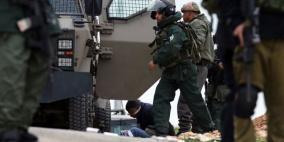 الاحتلال يعتقل شابين من مخيم الجلزون