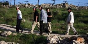 مستوطنون يعتدون على المزارعين في مسافر يطا
