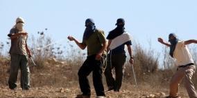مستوطنون يهاجمون منازل المواطنين في الخليل