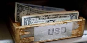 انخفض الدولار بفعل بيانات للأجور