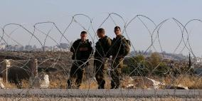 قوات الاحتلال تعتقل شابين من غزة