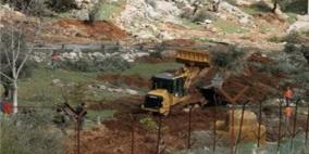 جرافات الاحتلال تقتلع عشرات اشجار الزيتون في سلفيت