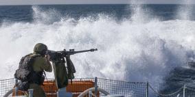 زوارق الاحتلال تفتح نيرانها تجاه الصيادين