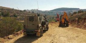الاحتلال يوقف أعمال تعبيد طريق شرق قلقيلية