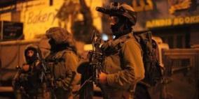 اعتقال 5 مواطنين من عائلة واحدة ونهب آلاف الشواقل