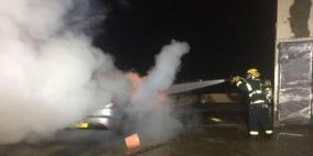 النيران تلتهم مركبة في قرية المكر