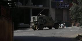 جنين: الاحتلال يعتقل أربعة شبان ويهاجم منازل المواطنين