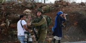 مستوطنون يعتدون على الصحفيين في الخليل