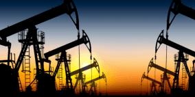 النفط يواصل مكاسبه بدعم التزام السعودية بخفض الإنتاج