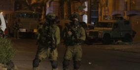 إصابات واعتقالات خلال اقتحام نابلس فجرا