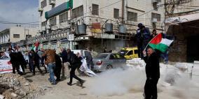 قوات الاحتلال تعتقل فتى وسط الخليل
