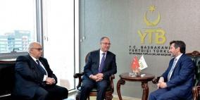 السفير مصطفى يبحث موضوع المنح التعليمية التركية