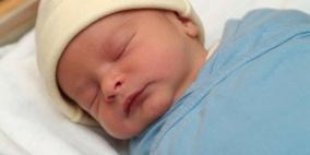 ماذا يحدث للطفل في أول ساعة من حياته؟