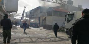اندلع حريق ضخم في مصنع للمواد الغذائية بالخليل