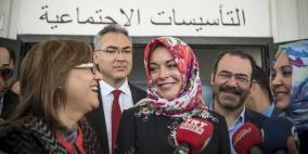 الممثلة الأميركية لوهان ترتدي الحجاب للموضة المحتشمة