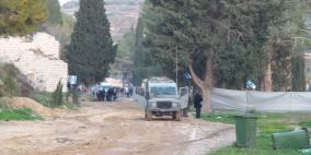 مواطنون يطردون المستوطنين من أراضي نابلس ويحرقون خيامهم