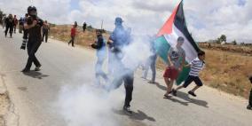 عشرات حالات الاختناق اثر قمع الاحتلال مسيرة نعلين