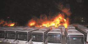 اندلاع حريق بعدة حافلات ركاب بموقف سيارات في طمرة