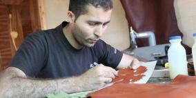 سعد غانم معلم لغة انجليزية وحرفي في صناعة الجلود