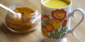 شاي الكركم مع الليمون يسكن الآلام