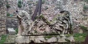 الاحتلال يزيل لوحات ارشادية في سبسطية