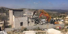 الاحتلال يهدم منزلا ومنشآت في الولجة غرب بيت لحم