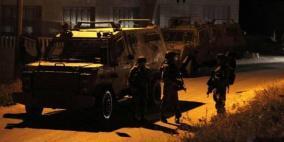 جنود الاحتلال ينهبون مبالغ مالية من عائلة في جنين