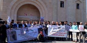 الاحتلال يوافق على نقل الصحفي ابو حسين الى رام الله للعلاج