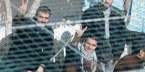الأسرى الإداريون يشرعون بإضراب مفتوح عن الطعام
