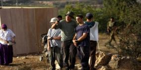 مئات المستوطنين يقتحمون المنطقة الاثرية في سبسطية