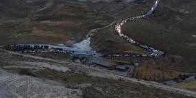 اعادة فتح طريق واد النار وانقاذ 15 مواطنا