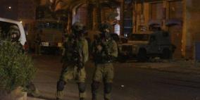 الاحتلال يعتقل 12 موطنا من الضفة
