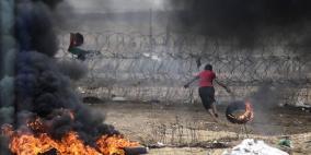 مئات الشبان يقتحمون معبر كرم أبو سالم ويحرقون معدات للاحتلال