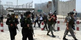 الاحتلال يعتقل سيدة فلسطينية على حاجز قلنديا
