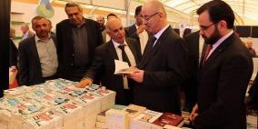 الحمد الله يتفقد معرض فلسطين الدولي للكتاب