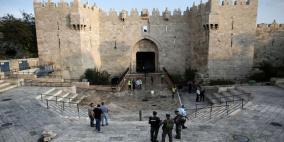 الاحتلال يغلق باب العامود في القدس