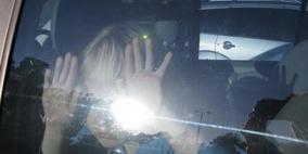 انقاذ طفل تركه والده داخل مركبة مغلقة