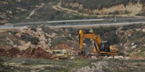 الاحتلال يجرف أراضي في قرية ظهر المالح