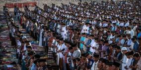 ملايين المسلمين يؤدون صلاة عيد الفطر
